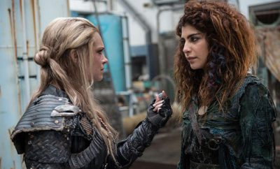 convincing-luna-the-100-season-3-episode-14-400x242